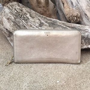 Fossil Rose Gold sparkly zip wallet